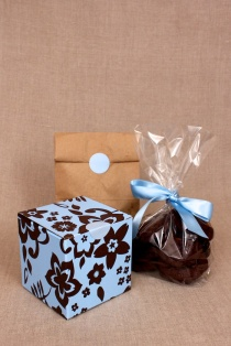 3 ways to wrap cookies for giving: cellophane bag, paper bag, gift box