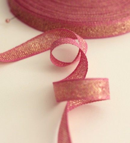 1. Loose-weave metallic ribbon