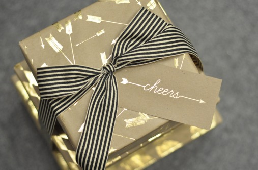 6. Arrow gift tag and wrapping paper