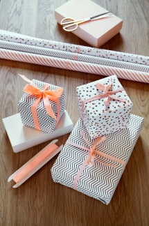 2. Wrapping paper set