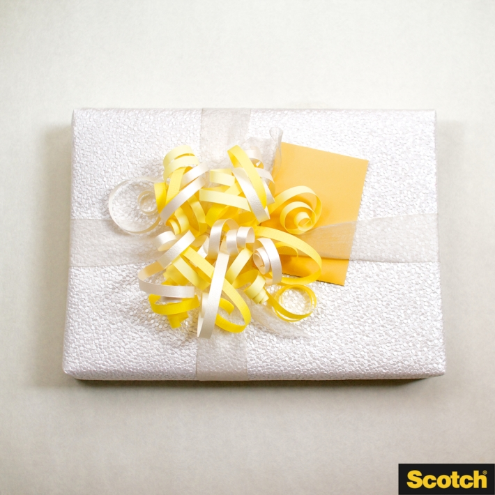 Wedding Shower Gift Wrapping: DIY Paper-Curl Pom-Pom Gift Topper | CorinnaWraps.wordpress.com