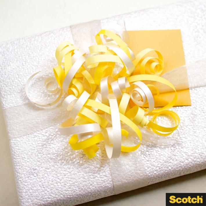 Wedding Shower Gift Wrapping: DIY Paper-Curl Pom-Pom Gift Topper | detail | CorinnaWraps.wordpress.com