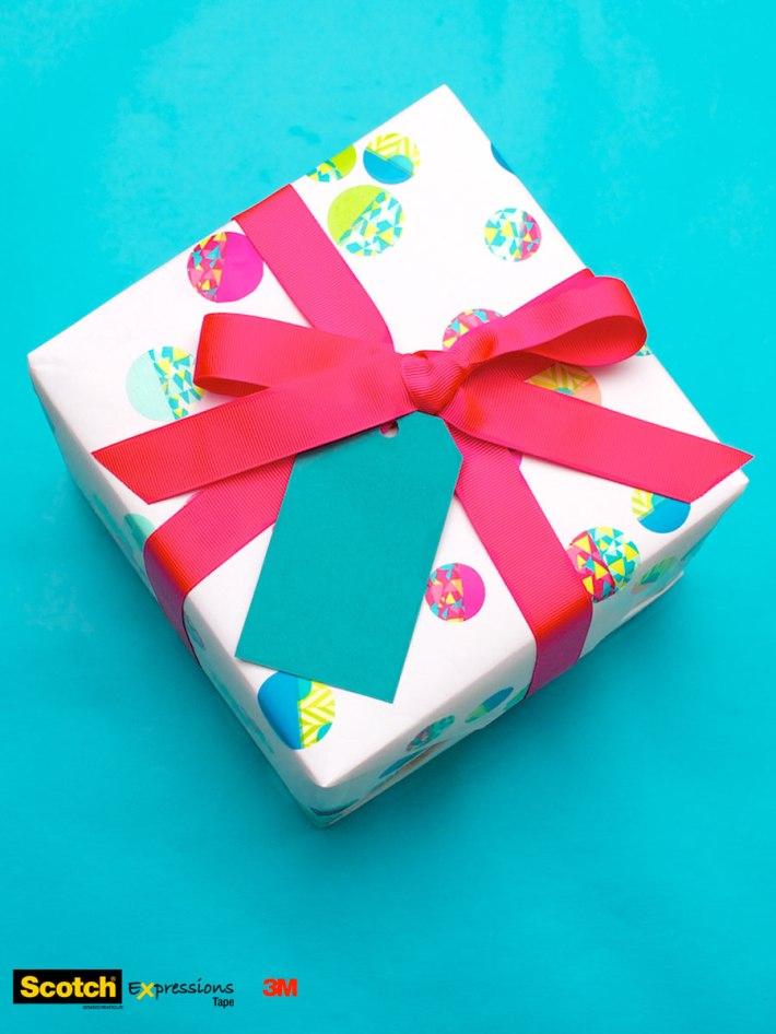 DIY Confetti-dot gift wrapping for a kid's birthday   overhead   CorinnaWraps.wordpress.com