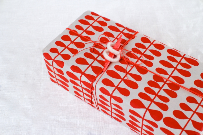 Red and white gift with sculptural topper   CorinnaWraps.wordpress.com