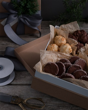 Three beautiful ways to package cookies for gift giving | CorinnaWraps.wordpress.com