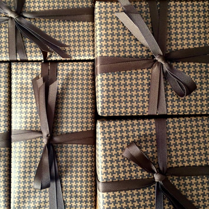 Sartorial houndstooth gift wrapping | CorinnaWraps.wordpress.com